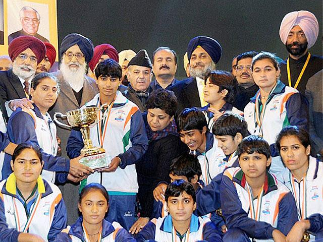 badal-with-indias-kabaddi-world-cup-winning-team